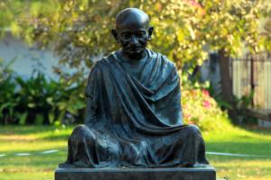 moneytrans-blog-gandhi-paz