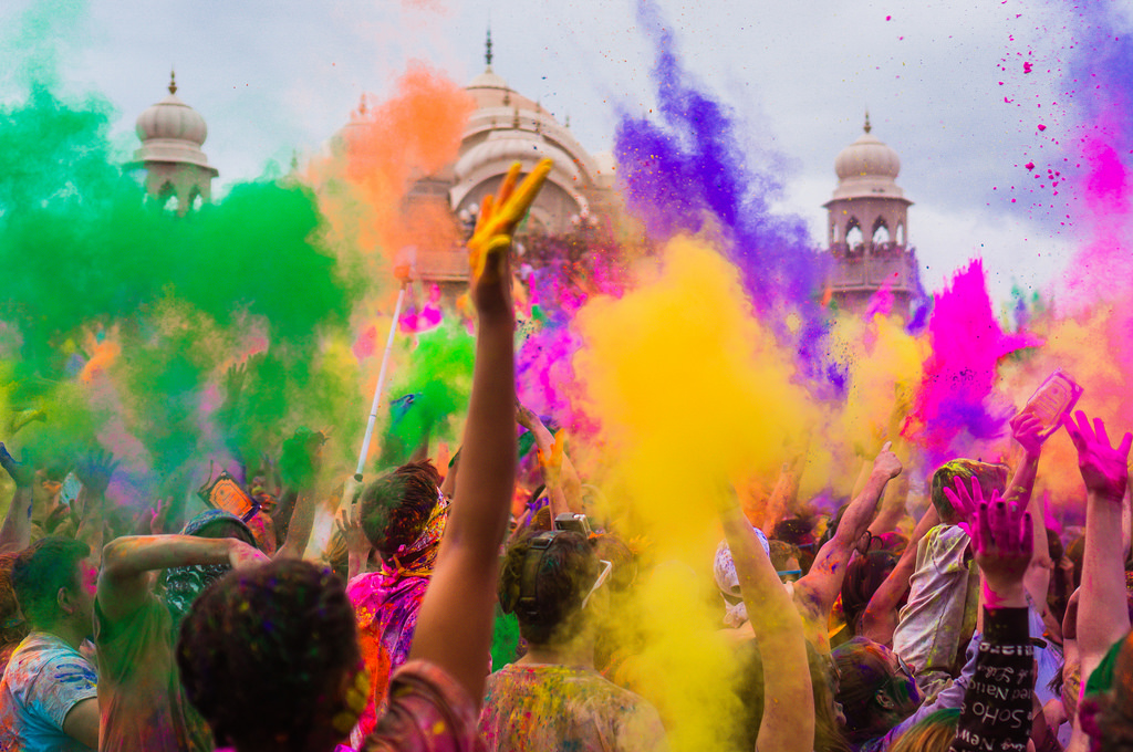 10 tips to celebrate Holi, the festival of colours