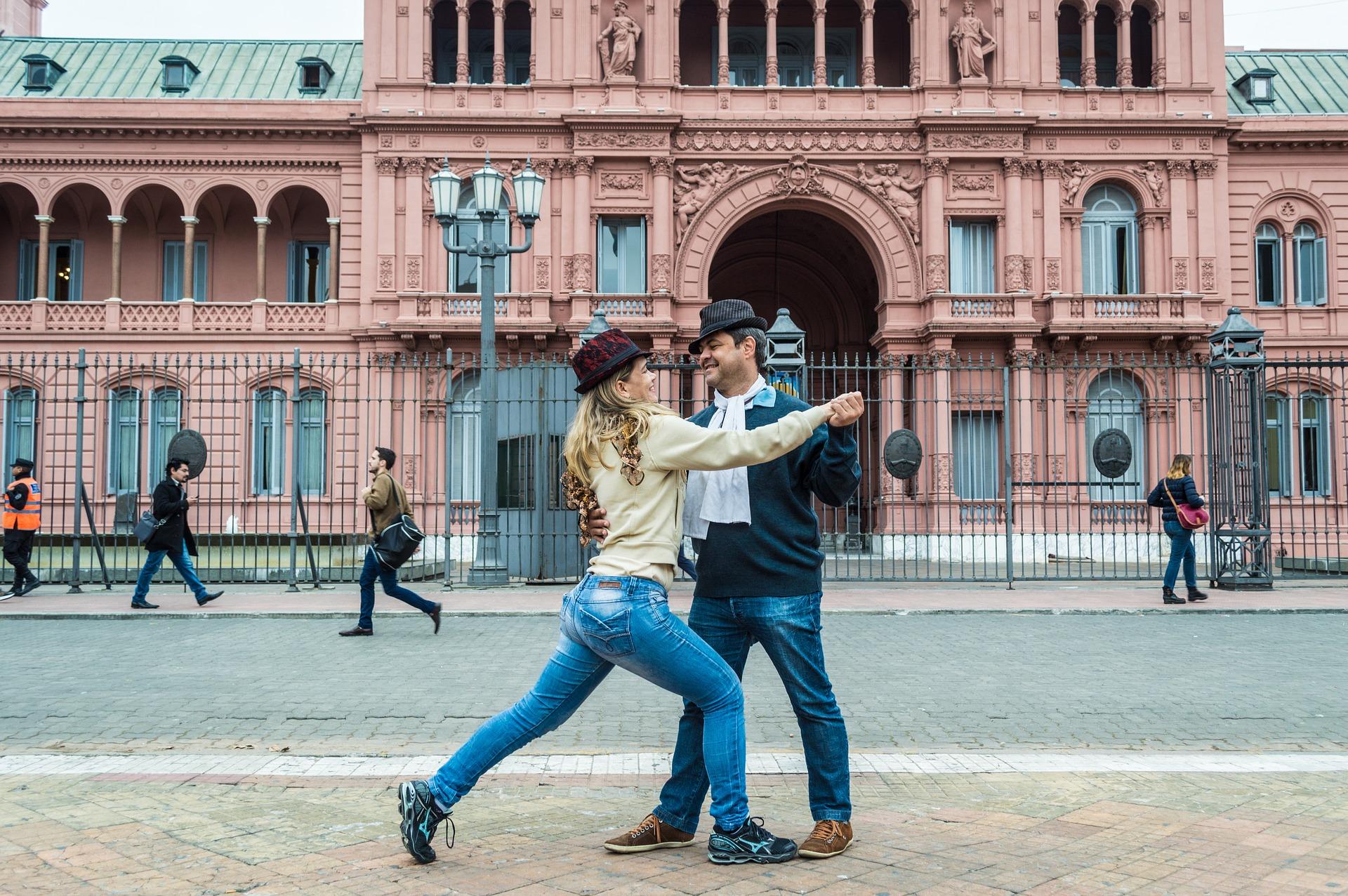 ¡Muévase a ritmo de tango!